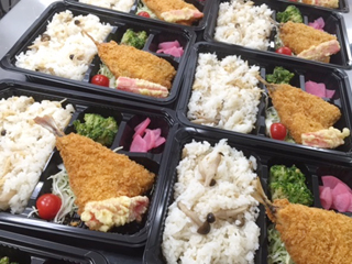 学食の他、お弁当も提供しています!