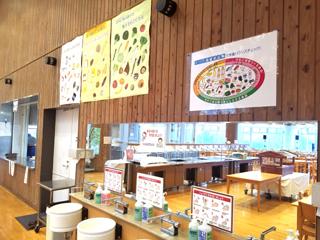 広々した食堂で、沢山の学生に昼食を提供しています!