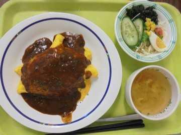 園児・学生向け、高齢者の方への食事提供など、事業所により様々な料理を提供しています